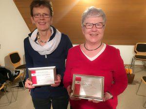 Helga Lienenbrink und Uschi Ritter wurden für 35 Jahre Mitgliedschaft geehrt.