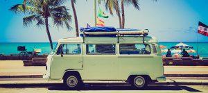 Bulli unter Palmen - Saison für Urlaub